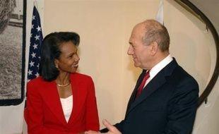 La secrétaire d'Etat américaine Condoleezza Rice s'est rendue lundi à Ramallah, en Cisjordanie, où elle a entamé des entretiens avec des responsables palestiniens, au lendemain d'une visite en Israël.