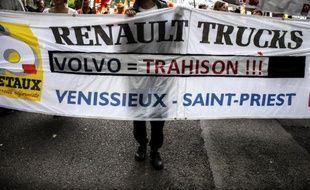 Une manifestation des employés de Renault Trucks, le 16 juin 2015 à Lyon