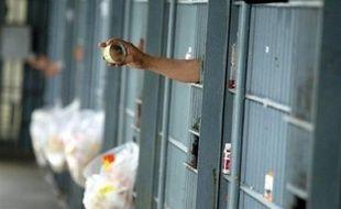La Cour suprême de Pennsylvanie (nord-est) a blanchi des centaines de jeunes qui avaient été incarcérés entre 2003 et 2008 par deux juges corrompus ayant touché des pots-de-vin pour remplir des prisons privées, a-t-on appris de source judiciaire.