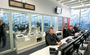 Le centre de commandement reçoit 4500 appels par jour et déclenche 1500 interventions.