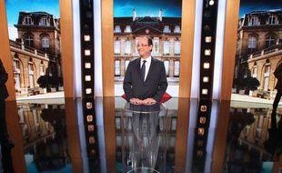 François Hollande, le candidat du PS à la présidentielle, sur le plateau de l'émission «Paroles de candidats» deTF1, le 27 février 2012.