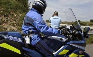 """Un gendarme a été délibérément renversé en Loire-Atlantique par un chauffard ivre et un véhicule de gendarmerie a été percuté à la sortie d'une boîte de nuit en Saône-et-Loire, dimanche, le ministre de l'Intérieur Manuel Valls réclamant des """"peines exemplaires"""" face à la recrudescence de ce type d'accidents."""