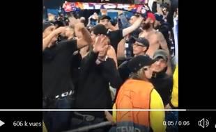 Un supporter lyonnais pris en flagrant délit de salut nazi, à Manchester.