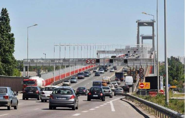 La fermeture du pont est nécessaire pour réaliser certaines opérations.