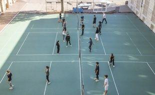 Illustration d'un terrain de sport investi par les élèves d'un lycée à Nice.