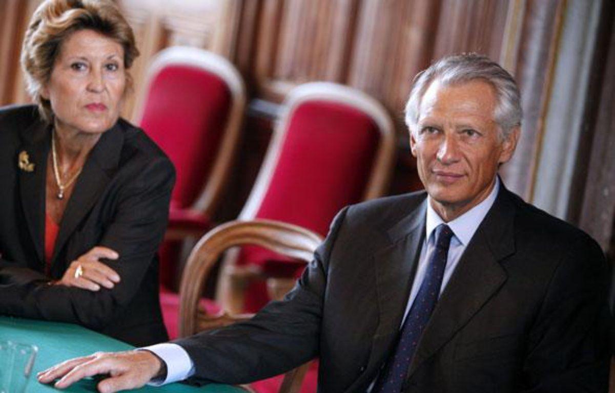 Brigitte Girardin (à gauche) et l'ancien Premier ministre Dominique de Villepin à Saumur, le 10 septembre 2010. – FACELLY/SIPA/1009102150