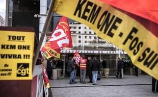 Manifestation d'employés de Kem One devant le tribunal de commerce de Lyon, le 18 décembre 2013