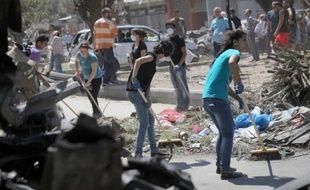 """Les Libanais, sous le choc de récents attentats meurtriers et inquiets de l'escalade en Syrie, ont été appelés à la plus grande vigilance par les autorités qui misent notamment sur une application """"smartphone"""" pour donner l'alerte et éviter de nouvelles effusions de sang."""