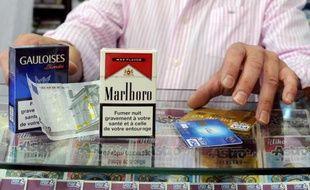 Le gouvernement pousse à une augmentation des prix des cigarettes de quarante centimes en deux temps, 20 centimes en juillet et 20 centimes en octobre, indique le quotidien le Figaro jeudi.