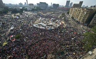 """Partisans et opposants du président égyptien Mohamed Morsi sont à nouveau massivement descendus dans la rue mardi dans une atmosphère tendue, avant l'échéance mercredi d'un ultimatum militaire demandant au chef de l'Etat de """"satisfaire les demandes du peuple"""", faute de quoi il se verrait imposer par l'armée une solution à la crise."""