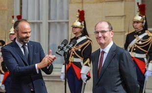 La passation de pouvoir entre Edouard Philippe (à gauche) et Jean Castex (à droite).