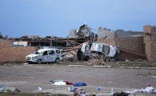 Les recherches se poursuivaient activement mardi pour retrouver des survivants dans les décombres des bâtiments dévastés lundi par le passage d'une tornade dans la banlieue d'Oklahoma City (sud), qui a fait au moins 24 morts confirmés, selon un bilan nettement révisé à la baisse.