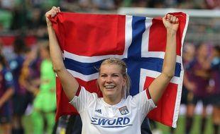 Après le triomphe de l'OL en finale de Ligue des champions, le 18 mai contre Barcelone (4-1), Ada Hegerberg portait fièrement le drapeau de son pays.