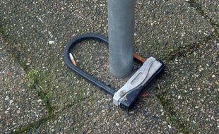 Un cadenas de vélo après un vol de l'engin. Illustration.