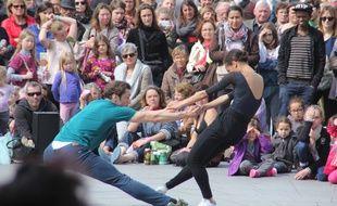 La première édition de Fous de danse avait rassemblé plusieurs centaines de danseurs et de curieux sur l'esplanade de Gaulle.