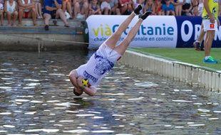 Un ballon de rugby, de l'eau... C'est le WateRugby.