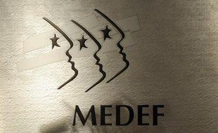 """Le Medef a mis en garde mardi contre la taxation accrue des revenus du capital prévue dans le budget 2013, qui risque selon le mouvement patronal d'alourdir le coût des transmissions des petites et moyennes entreprises (PME) et donc d'en """"décourager"""" le développement."""