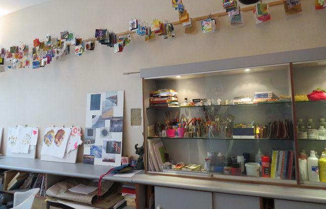 Un atelier d'art-thérapie permet aussi aux patients et à leurs familles de s'évader grâce à la peinture, le dessin...