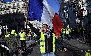 Un «gilet jaune» lors d'une manifestation à Toulon.