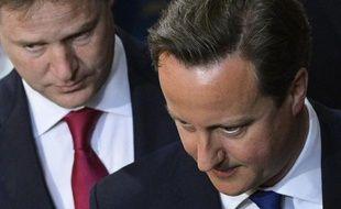 """Le Premier ministre conservateur britannique, David Cameron, a défendu jeudi le plan de rigueur de son gouvernement, à la veille d'une réunion des ministres des Finances du G7 près de Londres, en estimant que le rythme de la réduction du déficit britannique n'était """"pas irresponsable""""."""