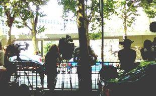 La foule des journalistes attend devant l'hôpital du Val-de-Grâce, où Nicolas Sarkozy est hospitalisé, le 26 juillet 2009.