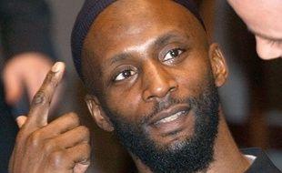 Jamal al-Harith témoigne devant l'Assemblée parlementaire du Conseil de l'Europe, à Paris, des tortures qu'il dit avoir subies à Guantanamo, le 17 décembre 2004.