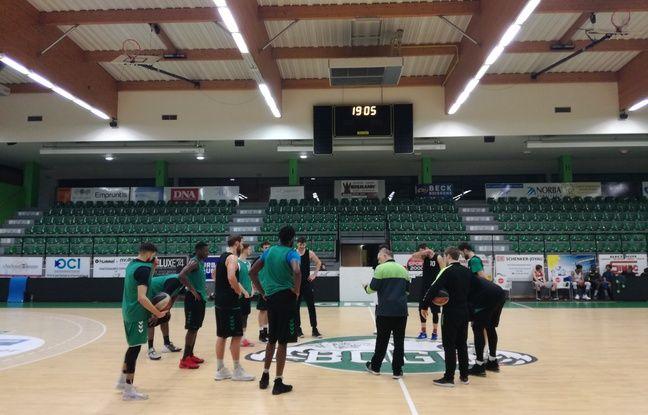 Les basketteurs du BC Gries-Oberhoffen, nouveaux en Pro B, s'entraînent très souvent deux fois par jour, ce qui oblige les joueurs à habiter à moins de 10 minutes de la salle, malgré la zone rurale.
