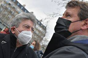 Jean Luc Mélenchon et Yannick Jadot, lors d'un rassemblement à Paris pour les 10 ans de l'accident nucléaire de Fukushima, le 11 mars 2021.