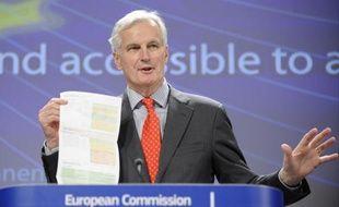 La Commission européenne a proposé mercredi de légiférer pour rendre les comptes bancaires accessibles à tous, alors que près de 60 millions de personnes n'en disposent pas en Europe, pour obliger les banques à plus de transparence et que les consommateurs puissent changer plus facilement d'établissement.