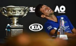Papa Djokovic et son septième trophée de l'Open d'Australie.