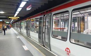 Lyon, le 19 novembre 2014. Illustration d'une rame de métro à Lyon sur la ligne A à la station Perrache.