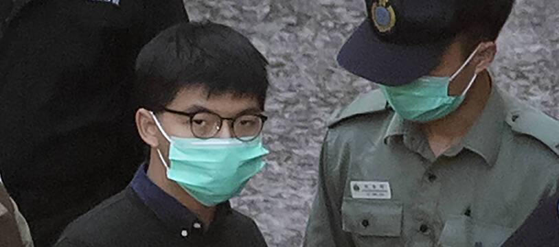 Joshua Wong en route pour la prison, après l'annonce de sa condamnation, le 2 décembre 2020.