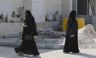 Des femmes vont voter  pour les élections municipales, à Riyadh, en Arabie saoudite, en décembre 2015.
