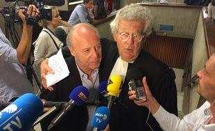 René Kojfer, à gauche, soutenu par son avocat Me Hubert Delarue