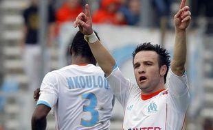 Le joueur de l'OM, Mathieu Valbuena (de face) lors de son but marqué face à Nice, le 11 novembre 2012 au stade Vélodrome.