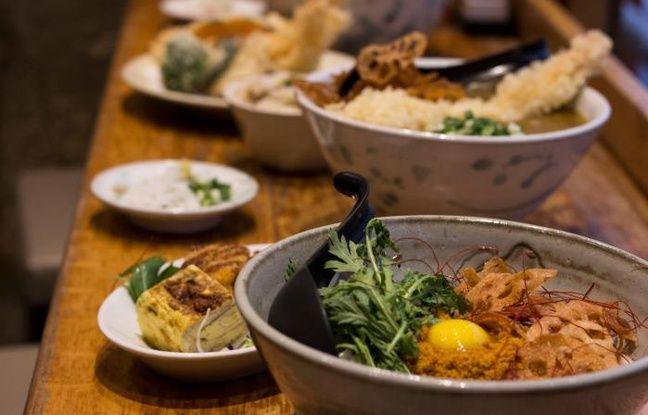 Divers mets japonais, donc des bols Udon