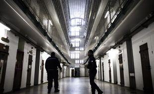 Deux surveillants dans la prison de Fresnes en 2017 (image d'illustration).