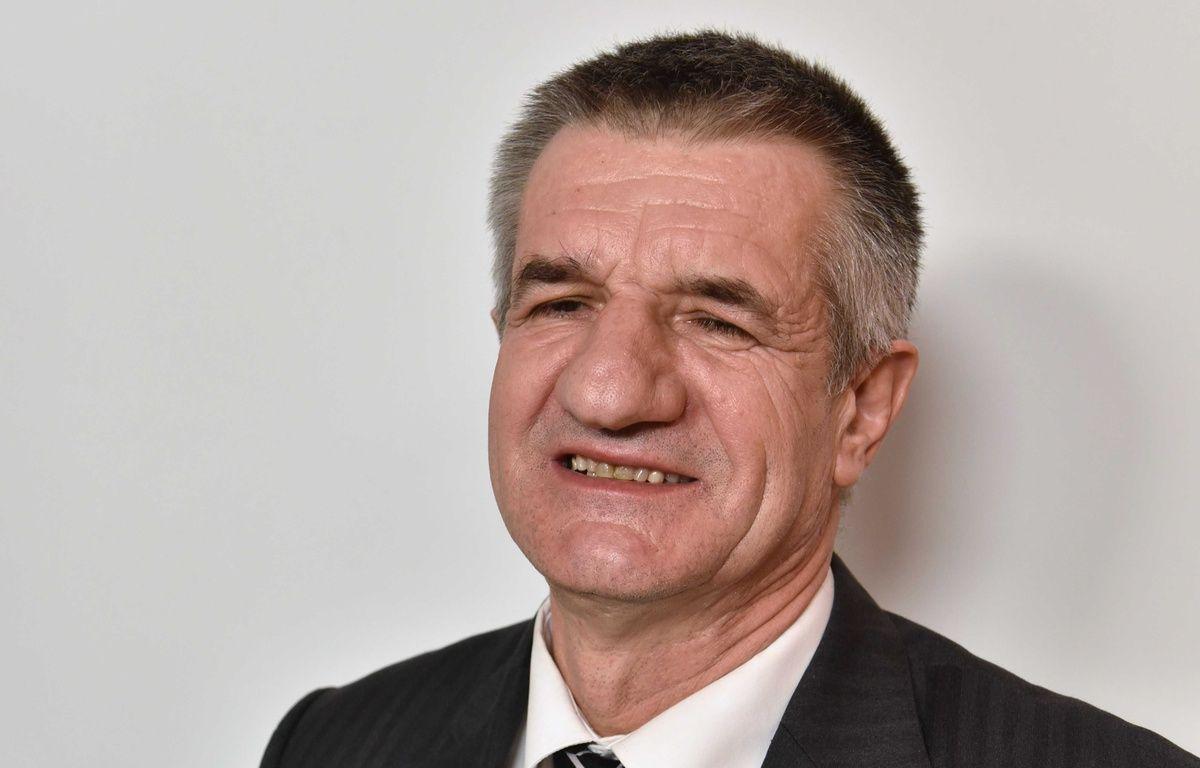 Jean Lassalle, depute des Pyrenees-Atlantiques et candidat a la presidentielle. Paris, FRANCE - 30/03/2016/IBO_IBOA.002/Credit:IBO/SIPA/1603301946 – SIPA