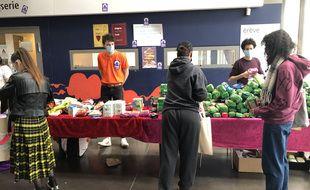 Une distribution alimentaire est organisée chaque mercredi après-midi sur le campus de Villejean à Rennes.