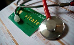 Une ordonnance et un stethoscope. (Illustration)