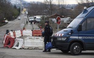 Le 18 janvier 2016. Quinze personnes ont été interpellées ce lundi à Moirans, en Isère, suite aux violences spectaculaires perpétrées dans la commune en octobre 2015.  / AFP / PHILIPPE DESMAZES