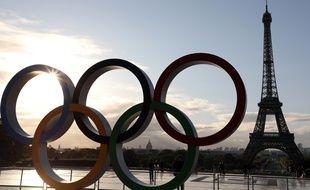 Les anneaux olympiques au Trocadéro, à Paris.