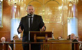 François Pupponi, le maire de Sarcelles, dans la synaogue de sa ville, le 21 juillet 2014.