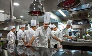 L'équipe en cuisine du Neuvième Art autour du chef Christophe Roure