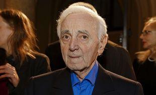 Charles Aznavour (ici le 15 mars 2018) s'est fracturé l'humérus en tombant chez lui.