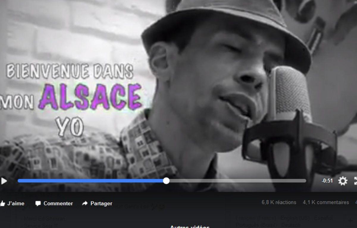 L'humoriste David Ployer dans sa vidéo Hop hopla hopla. Capture d'écran. – Capture d'écran de la vidéo sur la page Facebook de David Ployer