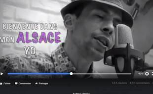 L'humoriste David Ployer dans sa vidéo Hop hopla hopla. Capture d'écran.