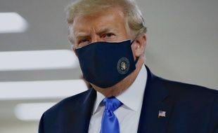 Le président Donald Trump portant un masque le 11 juillet 2020 à Bethesda aux Etats-Unis.