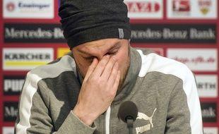 Kevin Grosskreutz en pleurs lors d'une conférence de presse pour présenter ses excuses, le 3 mars.