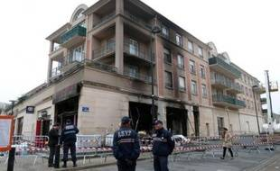 La piste accidentelle était privilégiée par les enquêteurs après l'explosion d'une boucherie halal dans la nuit de lundi à mardi à Elancourt (Yvelines), a-t-on appris mardi auprès de la préfecture.